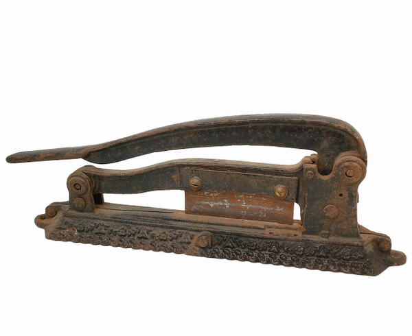 Tobacco cutter made of cast iron.