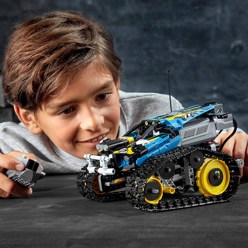 REMOTE-CONTROLLED STUNT RACER