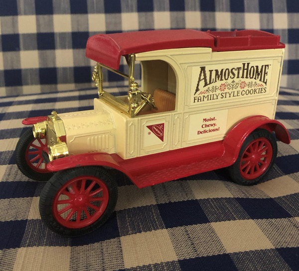 Nabisco  Collectable 1913 Toy Truck Bank