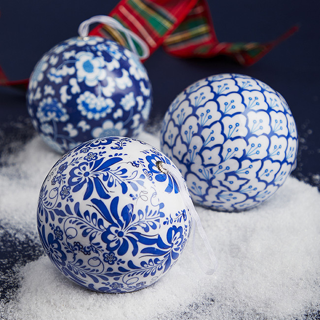 "Raz 4.75"" Blue and White Chinoiserie Ball Christmas Ornament 3901816"