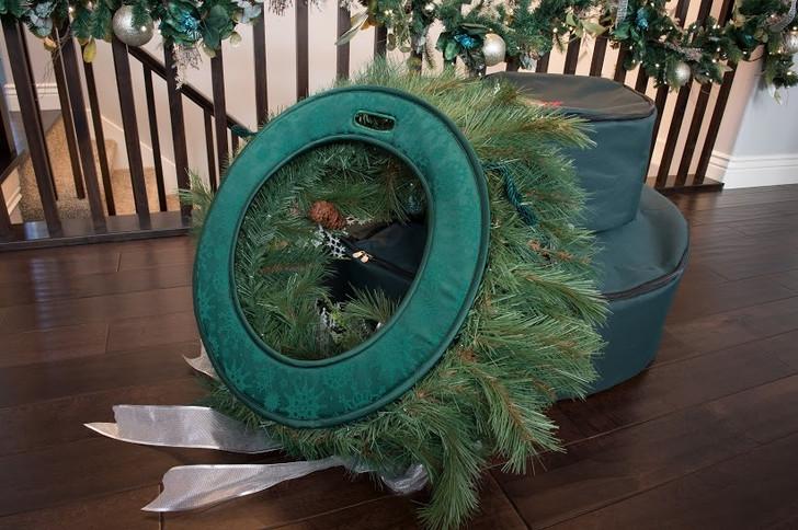 Village Lighting Deluxe Door Saver for Christmas Wreaths V-11101-DLX-2