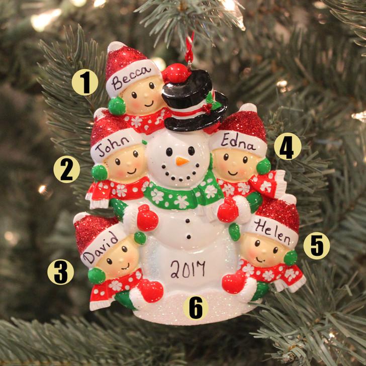 Personlig julepyntefamilie på 5 Bygning af en snemand OR1367-5