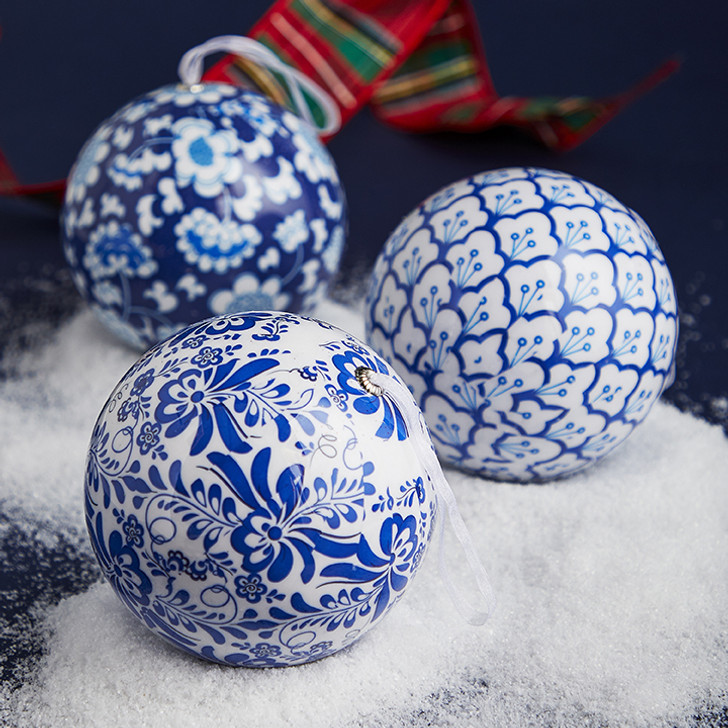 "Raz 4.75"" Blue and White Chinoiserie Ball Christmas Ornament 3901816"