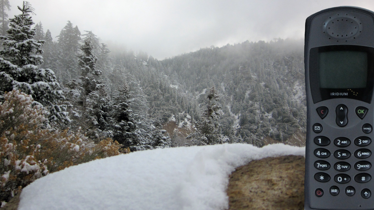 iridium-motorola-9505-satellite-phone-in-the-mountains.jpg