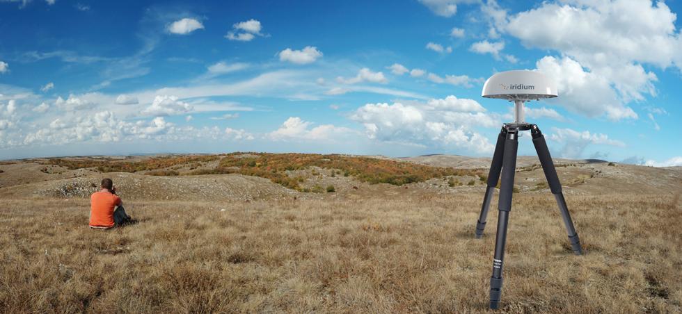 iridium-pilot-landstation-terminal-in-a-tripod2.jpg
