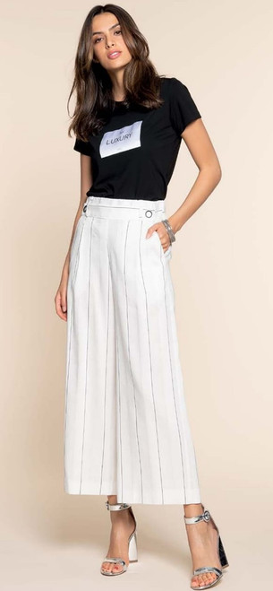 Made In Italy -Gorgeous Hanita Yacht Summer Pant Wear, beveled at ankle length to give an elegant flow from the waistline to the floor. 49% Linen,26% Polyester, 25% Viscose