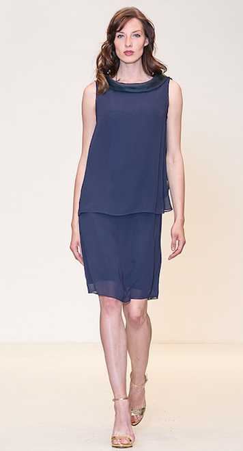 Sleeveless and layered dress with tie closure on neckline .
