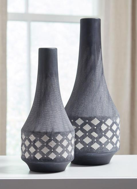 Dornitilla Black/White Vase Set img