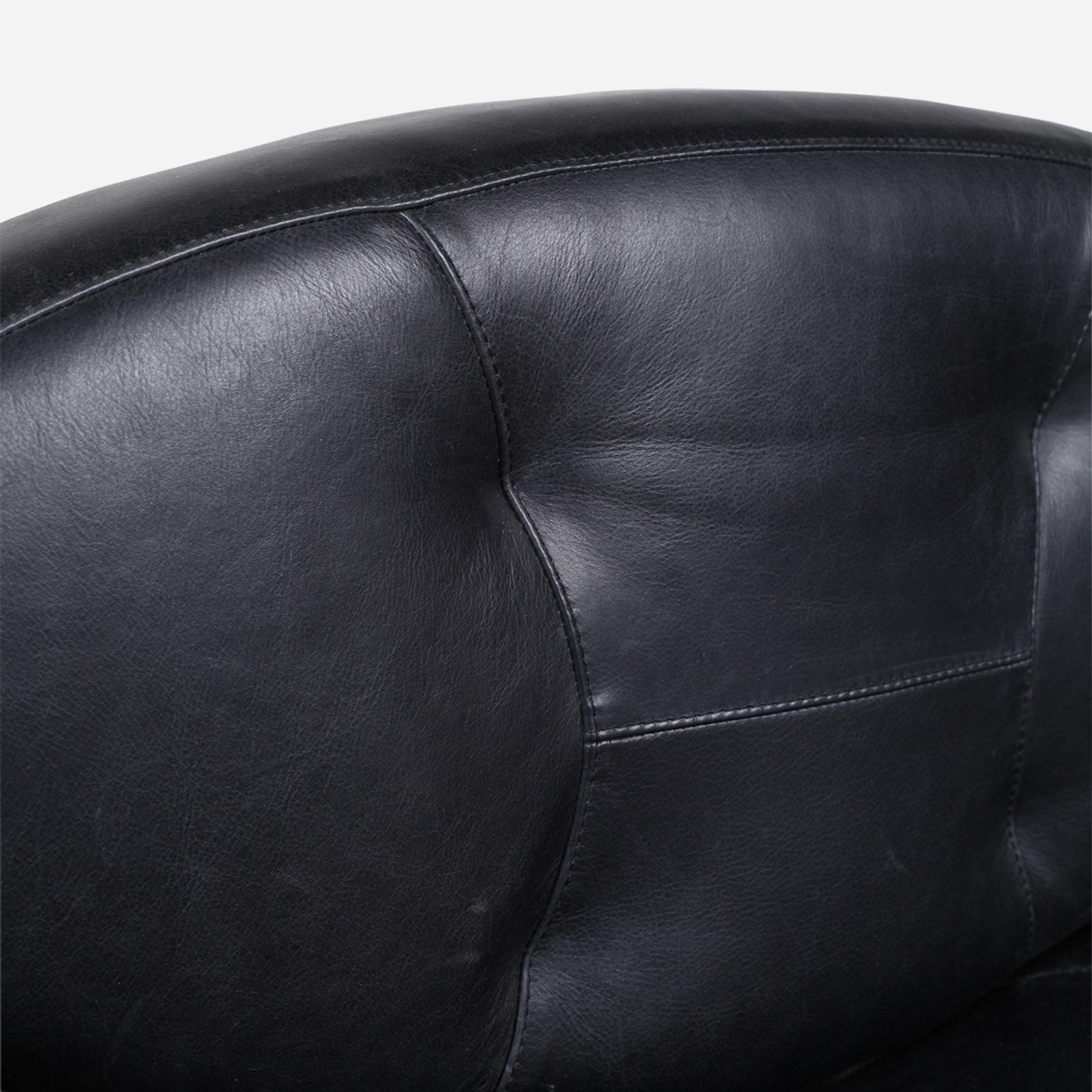Smirk Swivel Chair, Leather