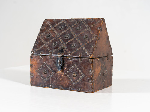 ANTIQUE LEATHER STUDDED BOX
