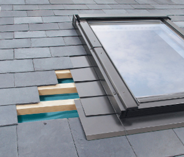 Fakro Model EL | Aluminum Low-Profile Shingle Roof Flashing Kit for Deck Mount Skylight