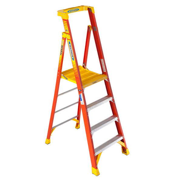 Werner PD6204   4 Ft Fiberglass Podium Ladder / Type IA 300 lb Rating