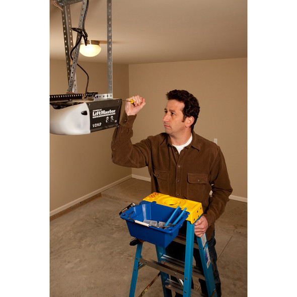 Werner 6000 Series Fiberglass Stepladder | 250 lb Rated
