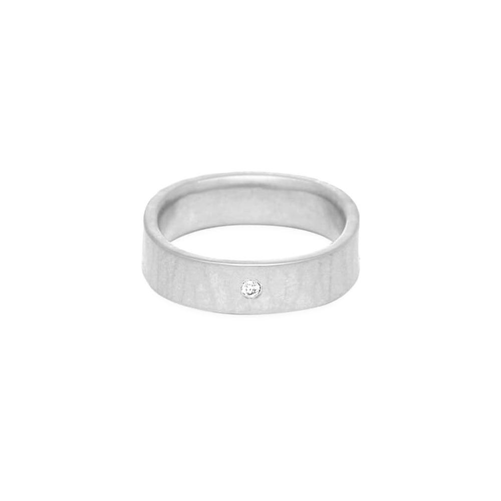 round sliver ring with diamond   size 8