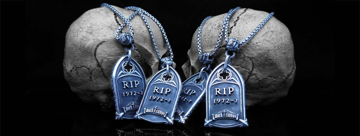 hollywood-vampires-pendants-back-long-.jpg