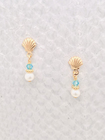 Beach Post – Gold Scallop Shell with Aquamarine Swarovski Crystals and Freshwater Pearls