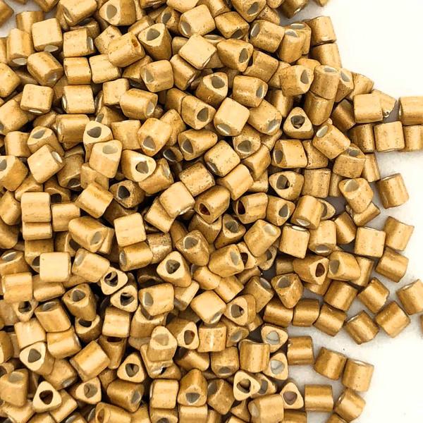 11-TRI-0557F, Matte Gold Galvanized Triangles (28 gr.)