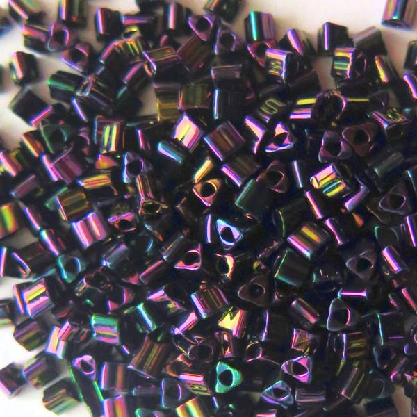 8-TRI-0085, Metallic Purple Iris Triangles (28 gr.)