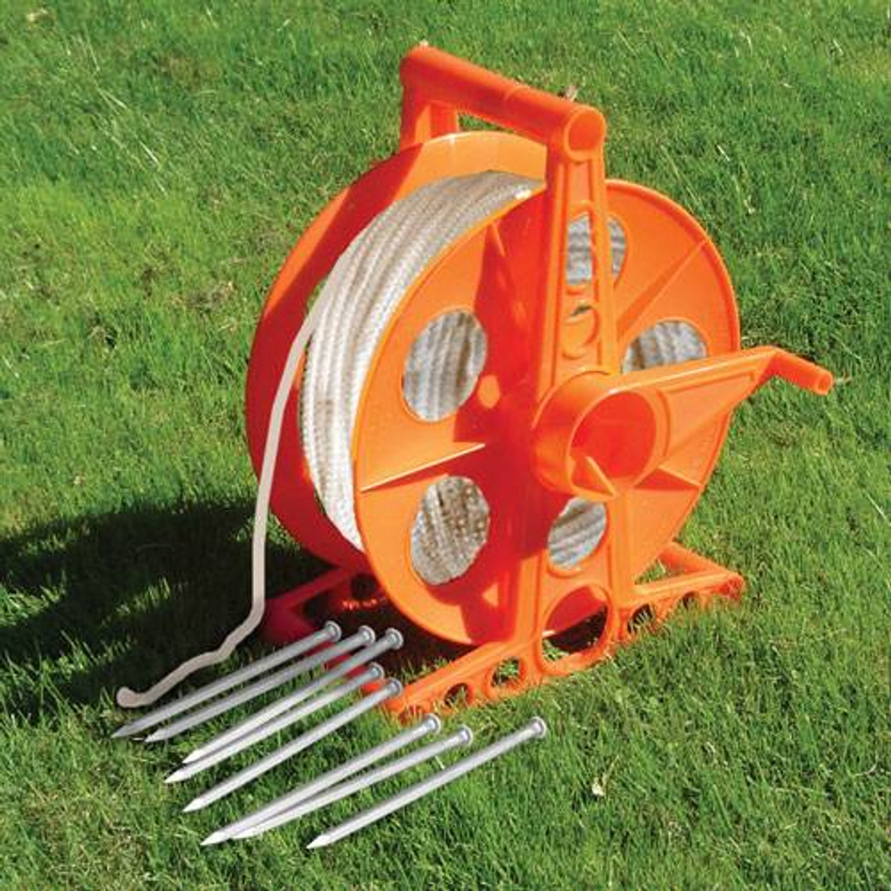 Twine reel with heavy duty polyester rope