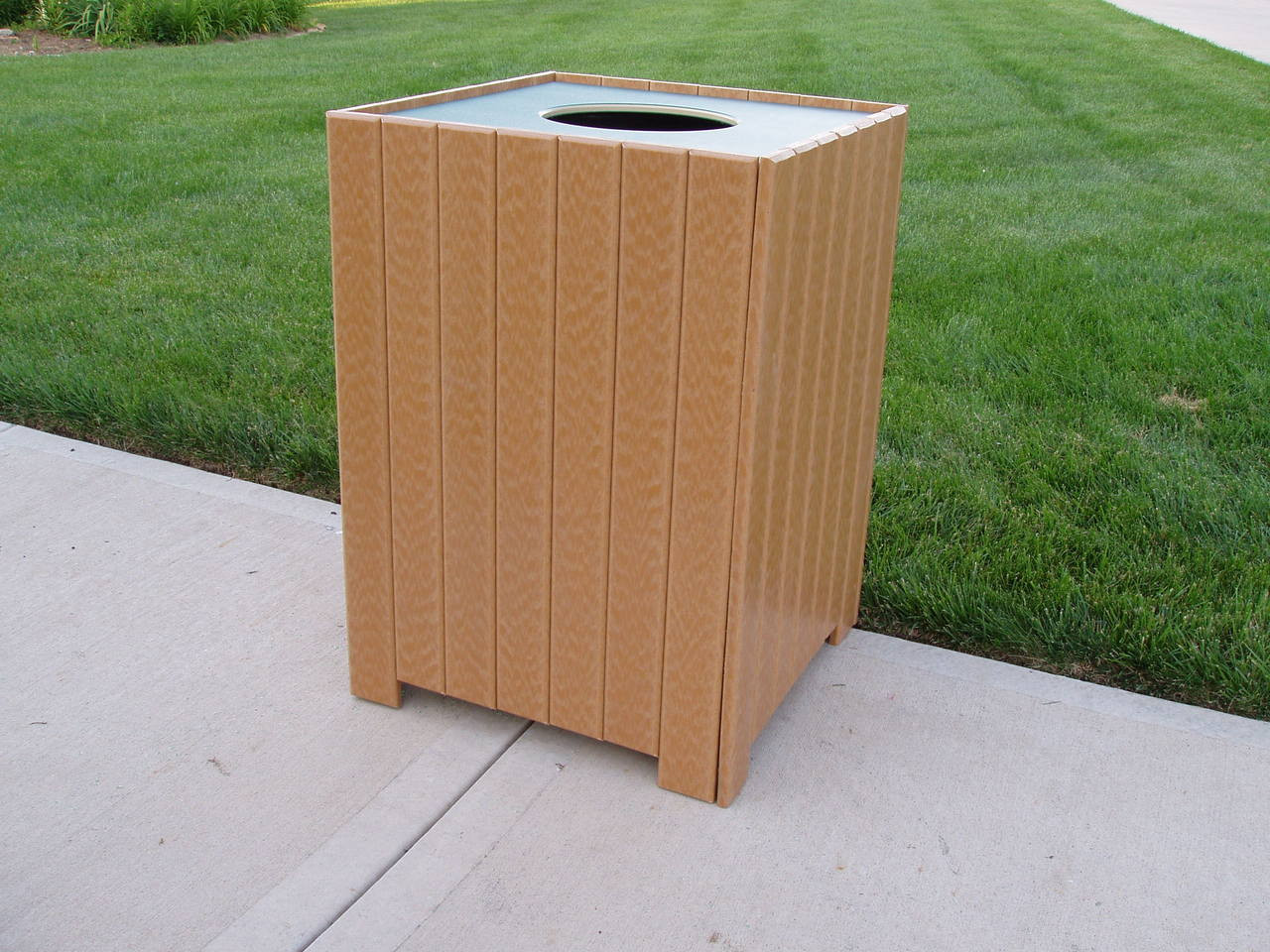 Standard Square Receptacle - 20 gallons