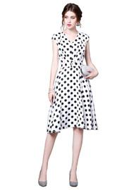Sleeveless V-neck Flared Midi Dress in Polka Dot Print