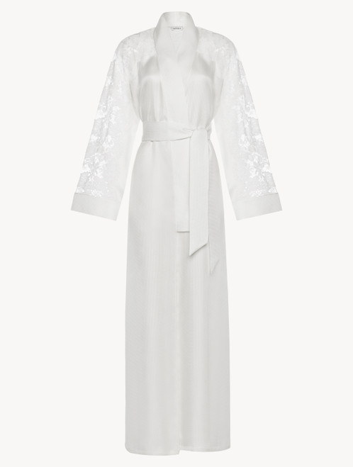 Robe in off-white silk and Leavers lace
