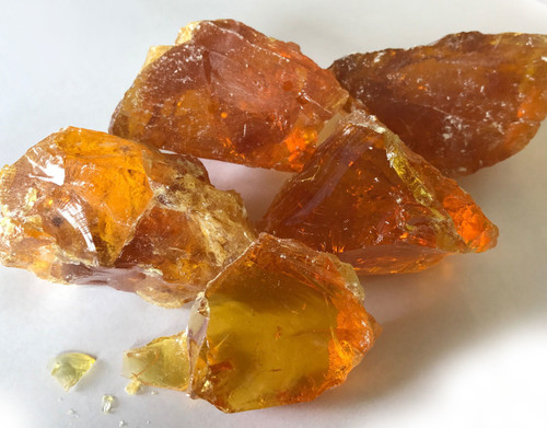 Honduran Gum rosin appears to be clear amber color after melting. It will be off-while when crushed.