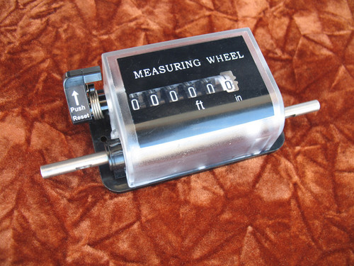 Feet & inch measuring counter without wheels. It requires Y wheels to operate.