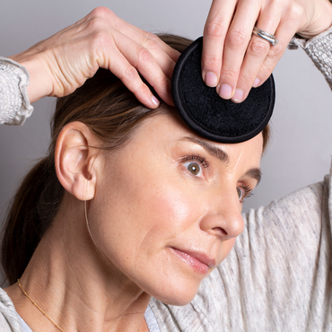 Balance Me Co-Founder Rebecca applying Balance Me BHA Exfoliating Concentrate to her face
