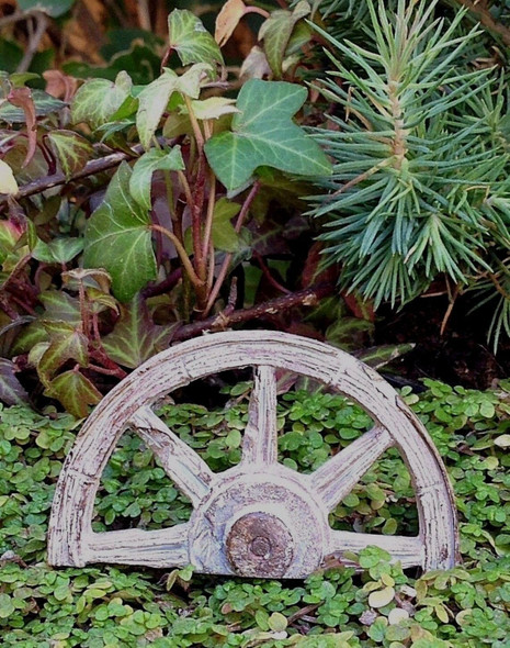 Marshall Miniature Fairy Garden Wagon Wheel