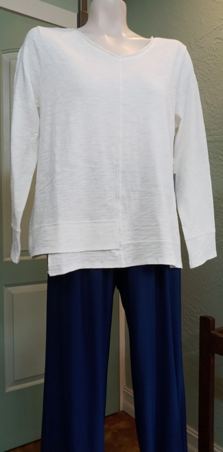 Habitat Winter White Stepped Hem Top at Bijou's Boutique. V- neck with long   sleeves. 100% Cotton. Great for your basics wardrobe.