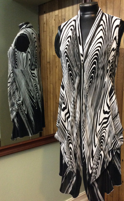 Samuel Dong black and white print dress at Bijou's Boutique.  Front zipper, side pockets.