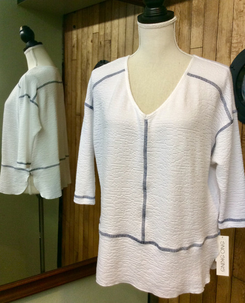 Sno Skins V-neck white top with navy blue stitching at Bijou's Boutique.
