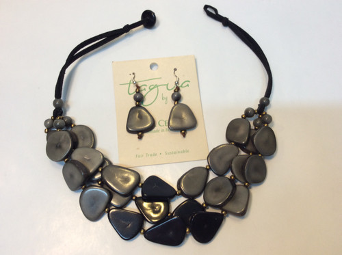 Tagua necklace and earring set at Bijou's Boutique.