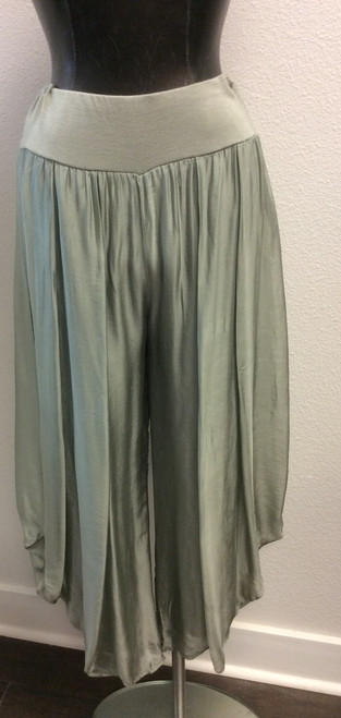 Tempo Paris wide leg pants in sage green at Bijou's Boutique. Pants are lined. Dress it up or down with the Tempo Paris Sage print Tunic. Made in Italy