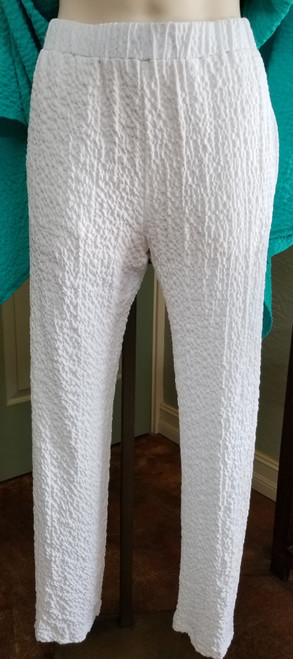 Mimozza White Pant at Bijou's Boutique. Straight elastic waist pant with side pockets.   95% Viscose/5% Elastane. Made in USA.     Pants can be worn with Mimozza Navy Two Piece Dress Tunic, Mimozza Teal Sleeveless  Tunic or Mimozza White Top.