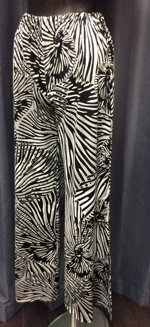 La Mer Luxe Shell Print Wide Leg Pant at Bijou's Boutique. Cream and Grey Black. Very soft and wrinkle  free. Elastic waist. Full length pant with long side slits. Great for travel. Poly/Spandex blend.     Pairs with La Mer Luxe Shell Print Tank Top or La Mer Luxe Shell Print Top for the perfect outfit.