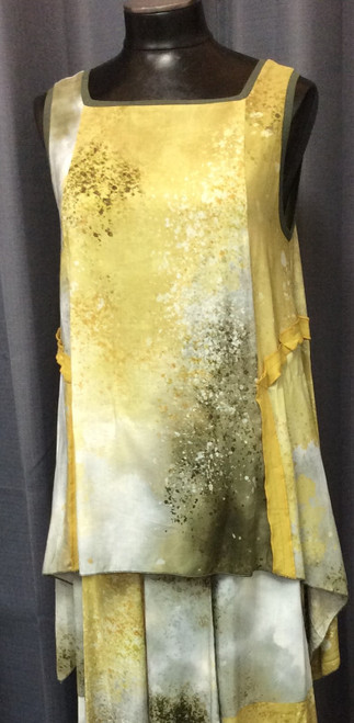 Osai N Ku Lime Tunic at Bijou's Boutiique. Square neckline. High-Low hemline. Soft and Flowing.   85% Viscose/15% Linen.  Matching Culottes (split skirt} available.
