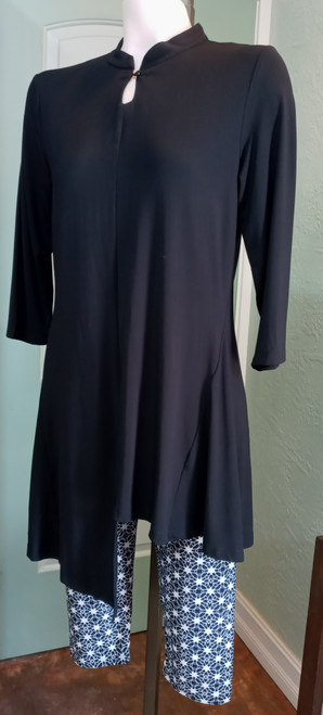 Papa Black Mandarin Collar Tunic at Bijou's Boutique. One button closure below  neckline. Unevenhemline in front with even across back. Soft Bamboo material.  Great with leggings or a skinny jean.