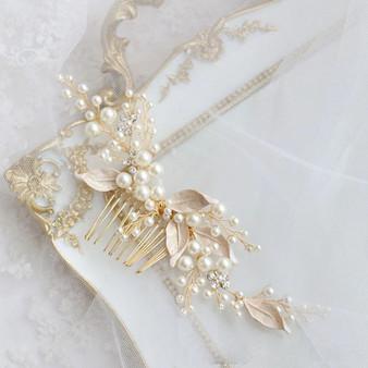 Enchanting Pearl Wedding Hair Comb