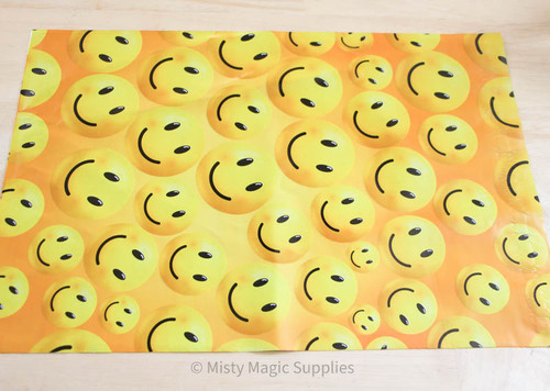 9 x 12 Happy Face Polymailer- 10 ct