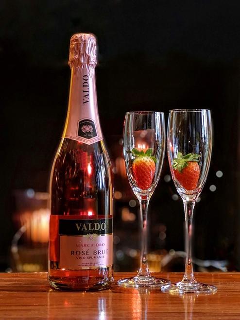 Strawberries & Champagne Type
