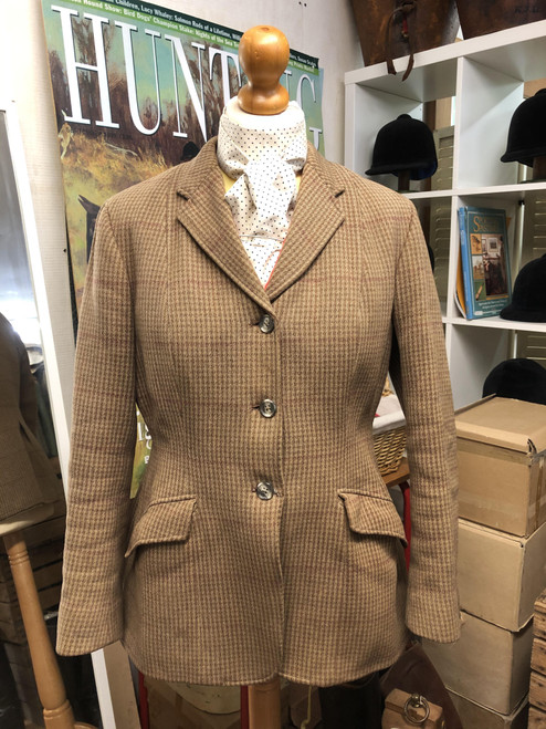 Beautiful vintage Harry Hall hunting coat, 36""