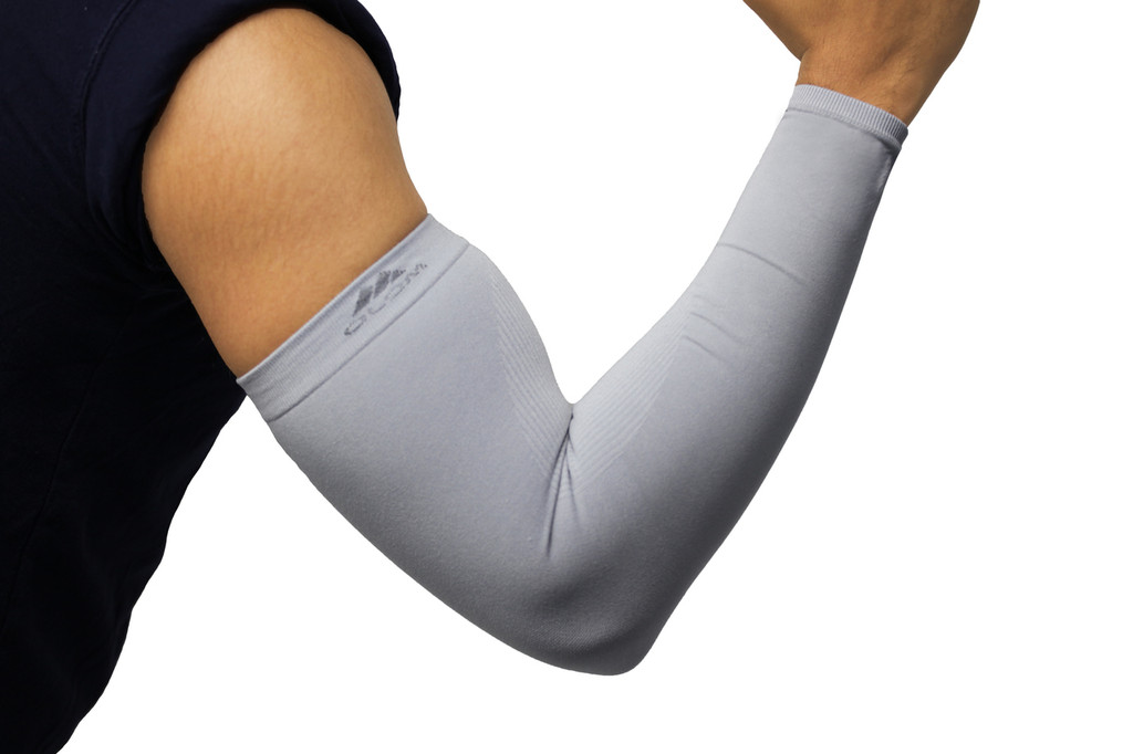 Mojo Compression Arm Sleeves are perfect for golf, basketball, baseball, running & outdoor activities.  Sized for both Men & Women, sleeves create a simple way to quickly adapt to changing conditions. The advanced material provides improved warmth and they offer 99% UV Protection and help protect arms from abrasions blisters.