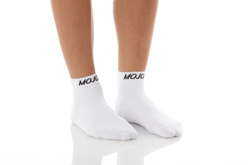 A1012WH, Medium Support (15-20mmHg) White Knee High Compression Socks, Front View