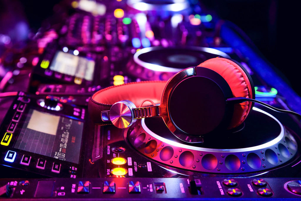 Use This Can't Miss Guide to Buy the Best DJ Headphones