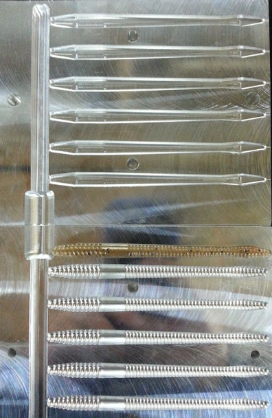 "107FNS-06 4.75"" FNS Worm Mold, 6 cavity"