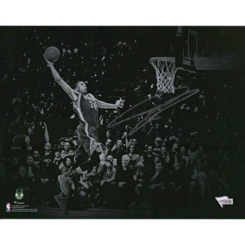 "GIANNIS ANTETOKOUNMPO Autographed Milwaukee Bucks 11"" x 14"" Spotlight Dunk Photograph FANATICS"