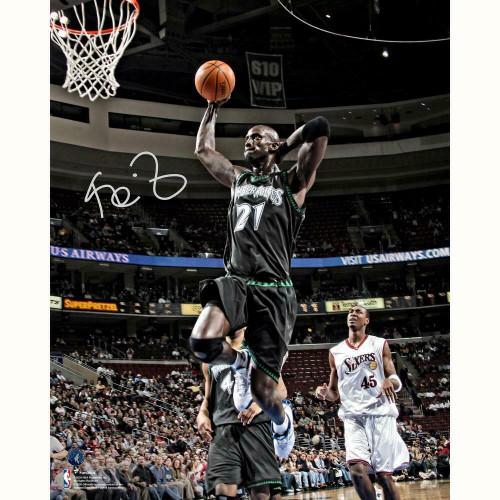 """KEVIN GARNETT Autographed Minnesota Timberwolves """"Dunking"""" 16"""" x 20"""" Photograph FANATICS"""