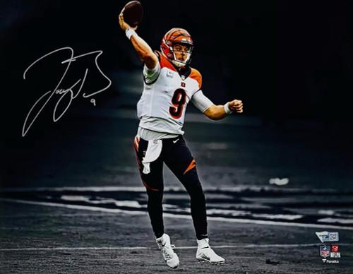 "JOE BURROW Autographed Cincinnati Bengals Throwing 11"" x 14"" Photograph FANATICS"